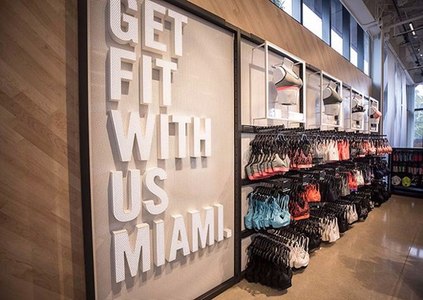 ben-trong-cua-hang-massive-nike-moi-nhat-tai-south-beach-miami-co-gi
