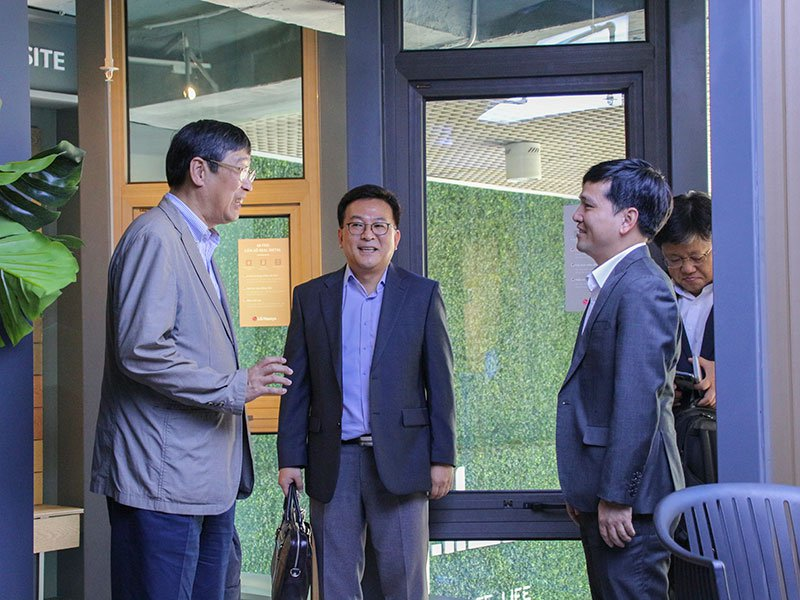 lg hausys ceo visits qh plus in vietnam