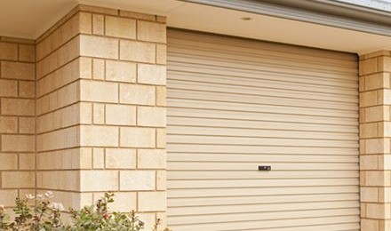 Cách chọn cửa phù hợp cho những ngôi nhà mặt phố