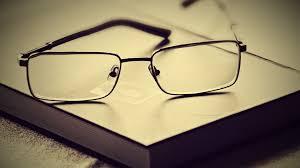 Hướng dẫn cách vệ sinh kính mắt sáng như mới