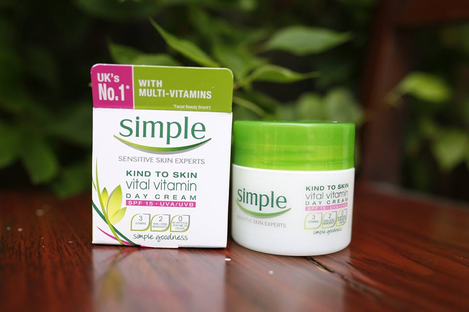 Kem dưỡng ẩm Simple Kind To Skin Vital Vitamin Day Cream SPF 15