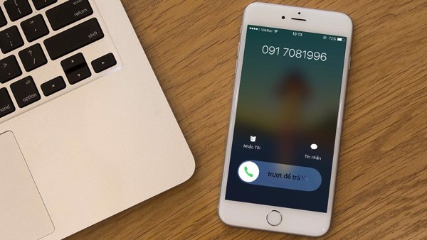 Thông thường, khi có các cuộc gọi hay tin nhắn được gửi đến, Iphone sẽ tự  động đổ chuông và cảnh báo âm thanh theo cài đặt mặc định của bạn.