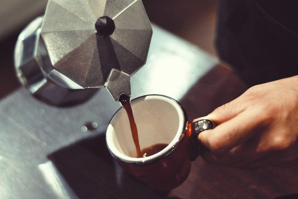 Hướng dẫn pha cafe rang xay với bình Moka Pot