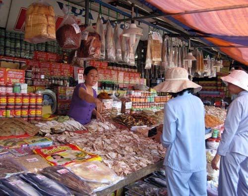 mực khô bán ngoài chợ không đảm bảo vệ sinh