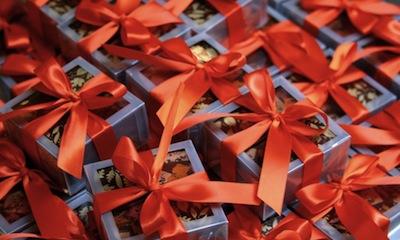 Tìm mua quà tặng doanh nghiệp tại Hà Nội chất lượng cho khách hàng