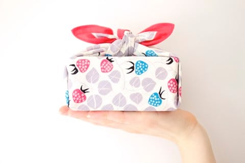Furoshiki - The art of gift wrap with a unique towel of Japan