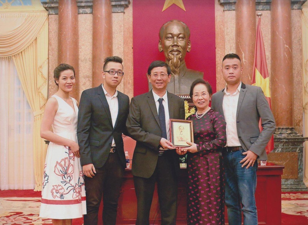 Chairman - General Director of TrungThành – Mr. Phi Ngoc Chung and his family have a personal interview with Mrs. Nguyen Thi Doan – Vice President of the Socialist Republic of Vietnam