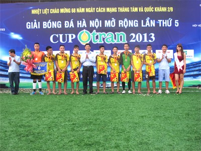 TrungThanh Foods won the silver medal at the 5th Hanoi Football Open in 2013