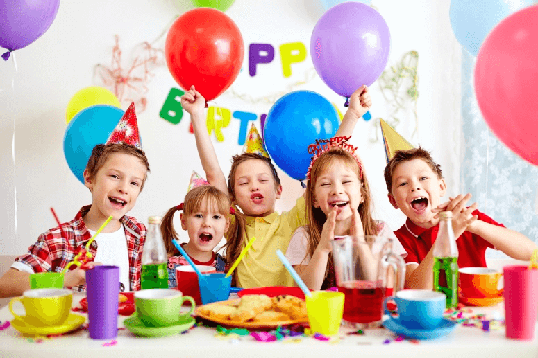 Kinh nghiệm tổ chức sinh nhật cho bé từ chọn gói từ A tới Z