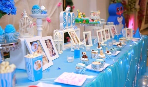Bố mẹ hãy chọn ra 3 đến 5 khoảnh khắc đáng yêu nhất của bé rồi rửa ảnh để vào khung và đặt trên bàn