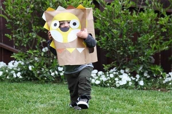 Mặt nạ được làm bằng thùng carton