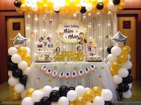 Trang trí bong bóng cho bàn tiệc sinh nhật cần phù hợp về tổng thể màu sắc