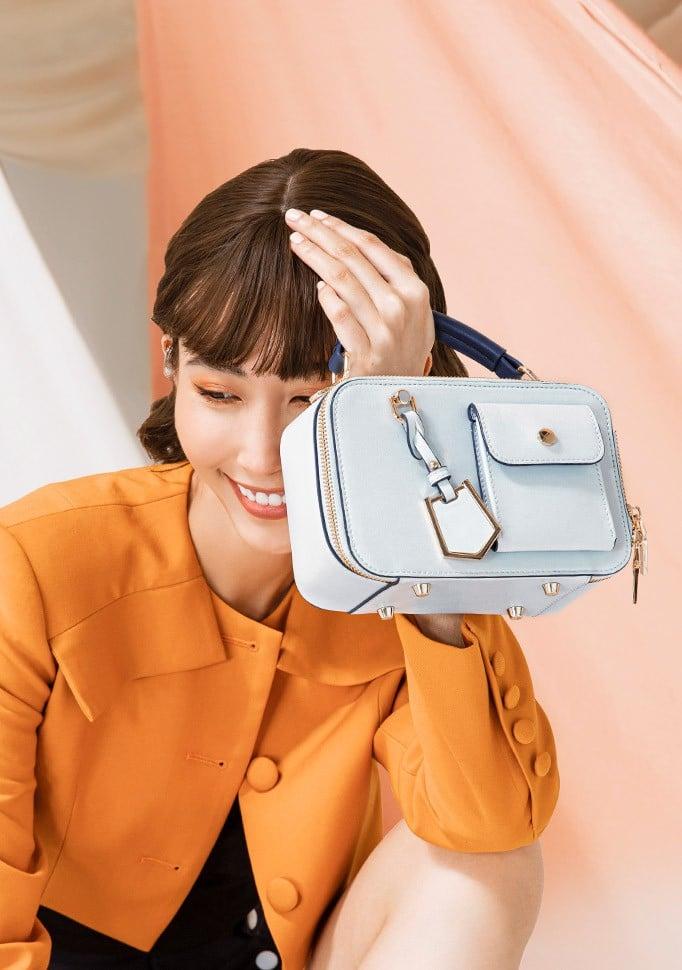 Túi xách nhỏ camera cầm tay đính charm