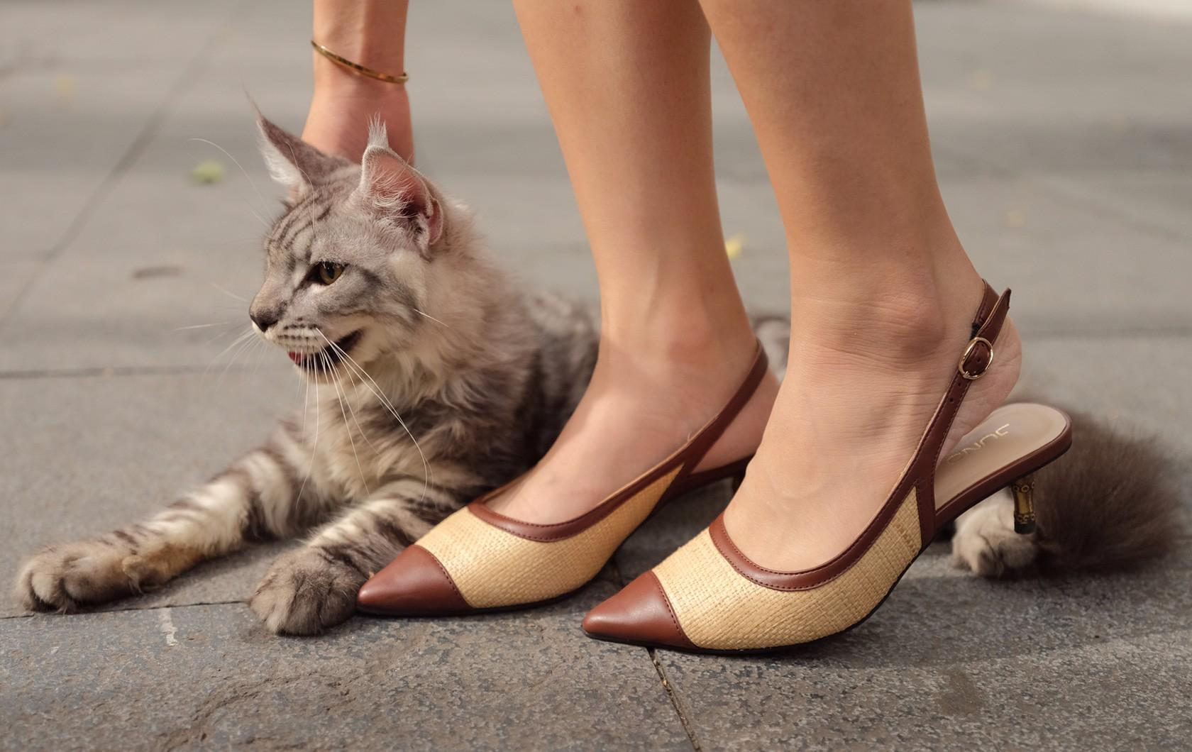 Giày cao gót slingback chất liệu cói