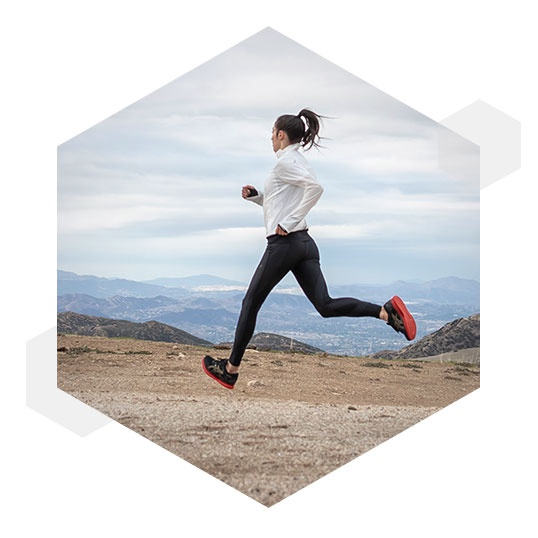 Công nghệ GUIDESOLE ™ giúp người chạy cảm thấy bớt mệt mỏi hơn theo thời gian, tạo cảm giác như một chuyến đi bất tận, dễ dàng.