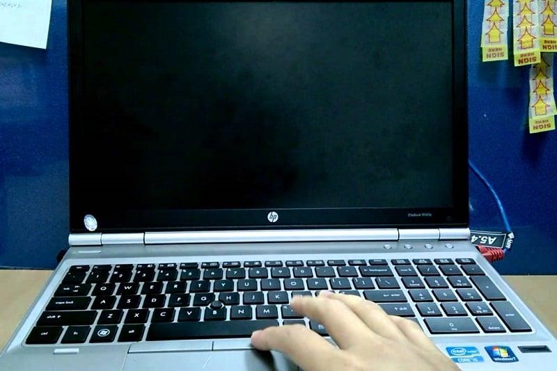 cách tắt màn hình laptop