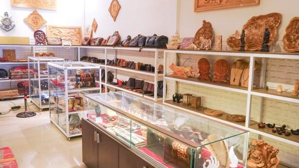 cửa hàng gỗ thành vinh đà nẵng