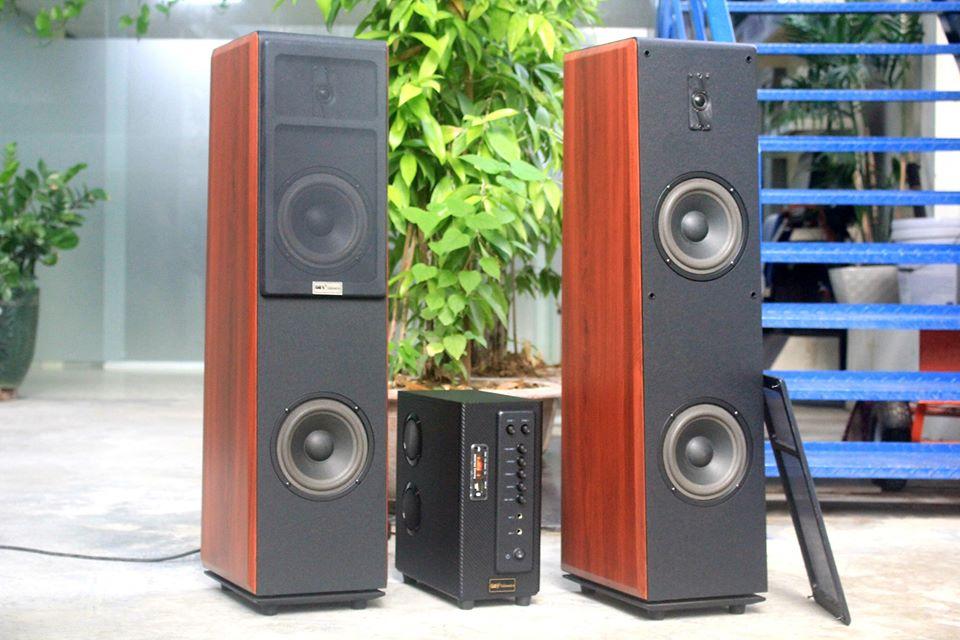 XẢ TRƯNG BÀY Dàn Karaoke V300 Goldsound (gồm 01 âm ly 380w +2 loa cây cs 300w)