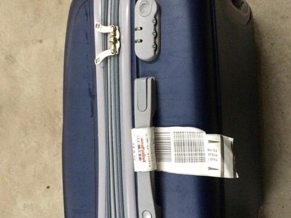 Hướng dẫn cách xử lý khóa vali khi bị kẹt đơn giản và hiệu quả