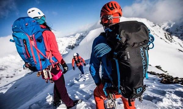 Chia sẻ kinh nghiệm lựa chọn mua balo leo núi phù hợp