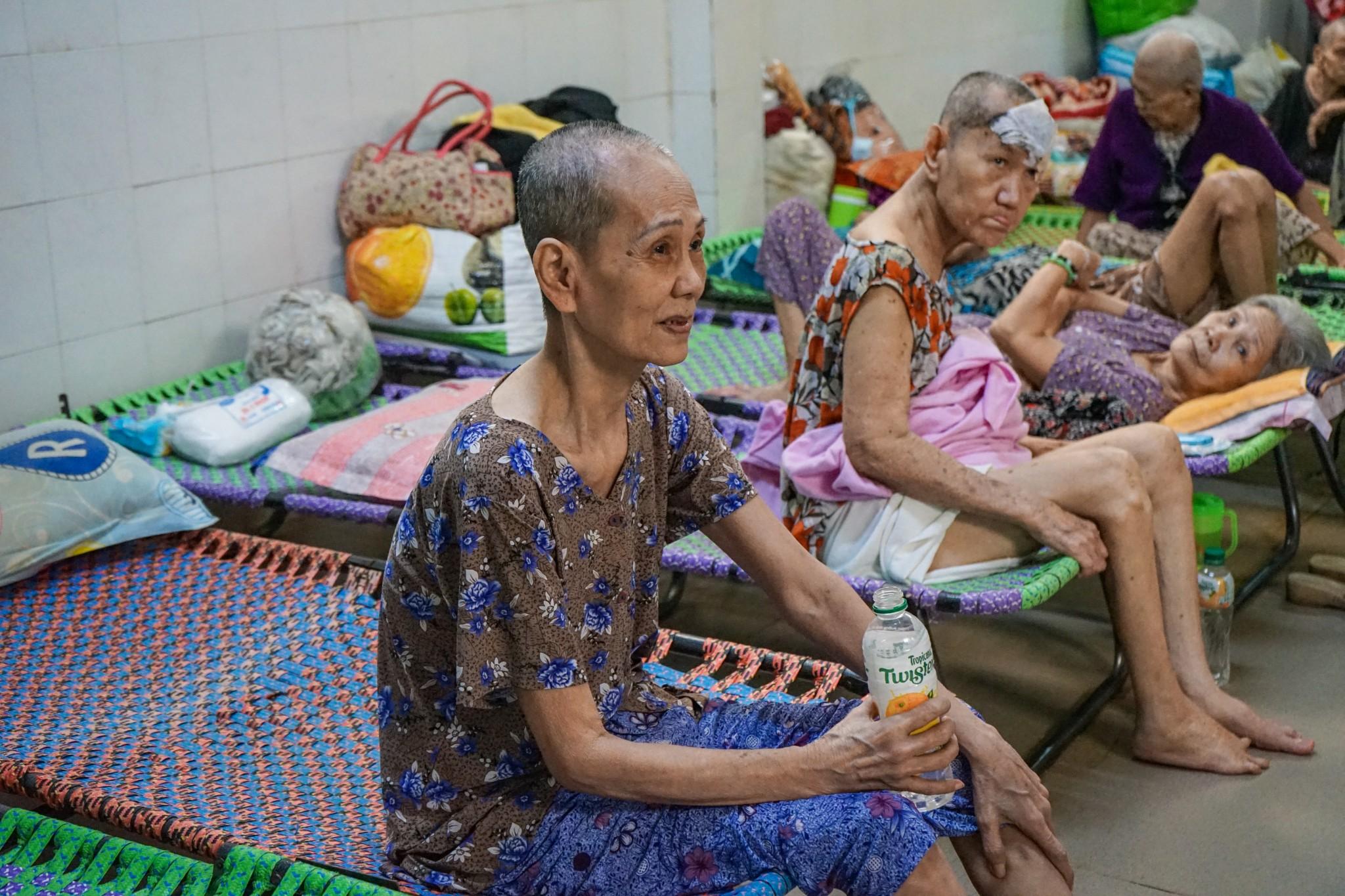 QH Plus Hỗ Trợ Người Già Neo Đơn Tại Chùa Lâm Quang Quận 8