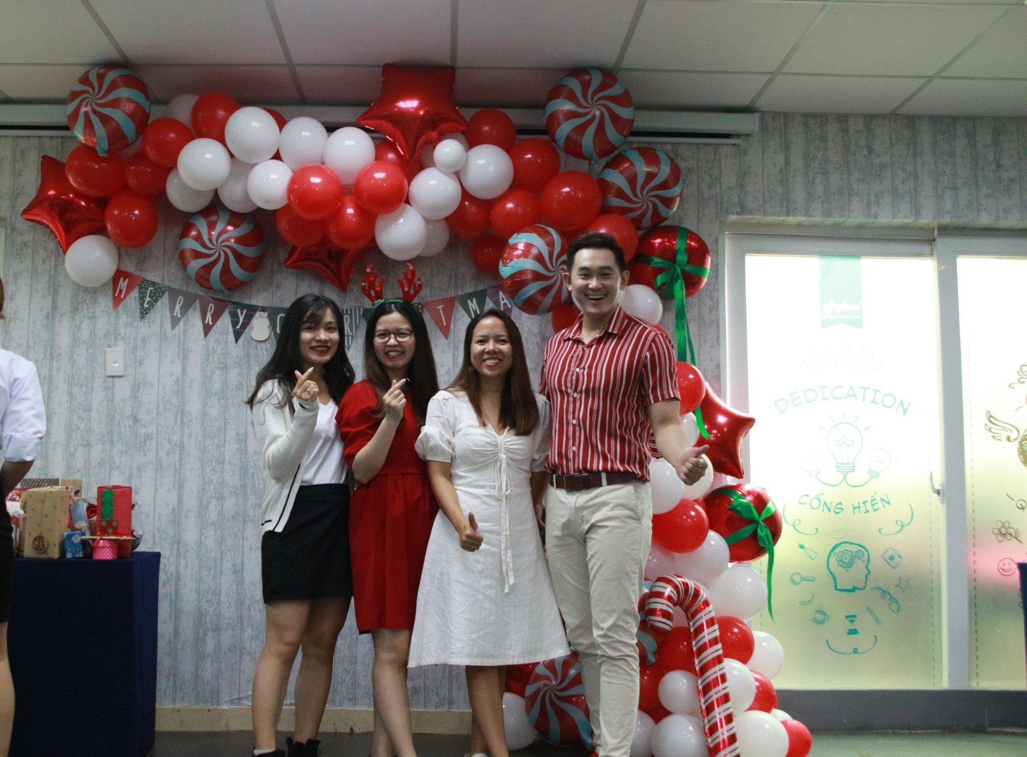 Chúc mừng giáng sinh , share & care QHPlus