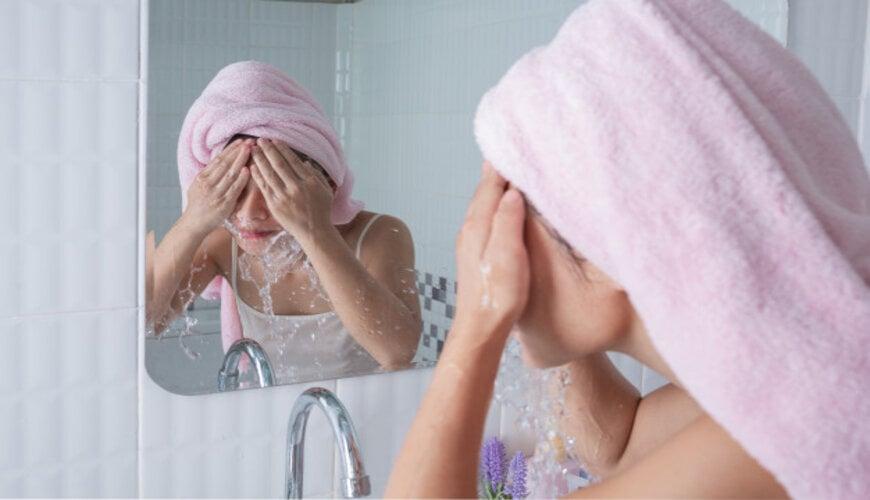 làm sạch da trước khi trang điểm