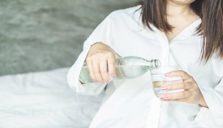 thiếu nước cũng dễ dẫn đến lão hóa da