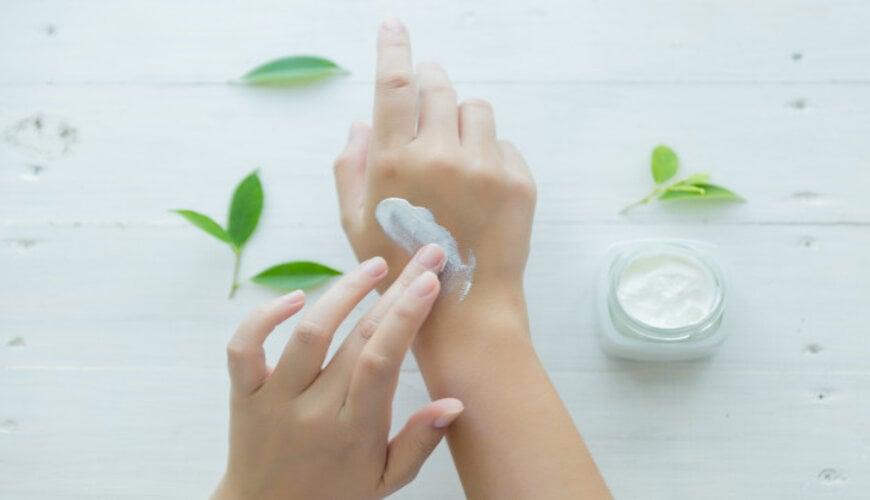 dưỡng ẩm cho da để ngăn ngừa tình trạng da không đều màu