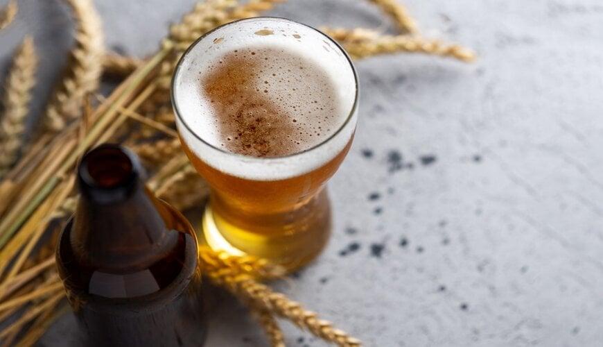 dùng bia để dưỡng trắng da mặt