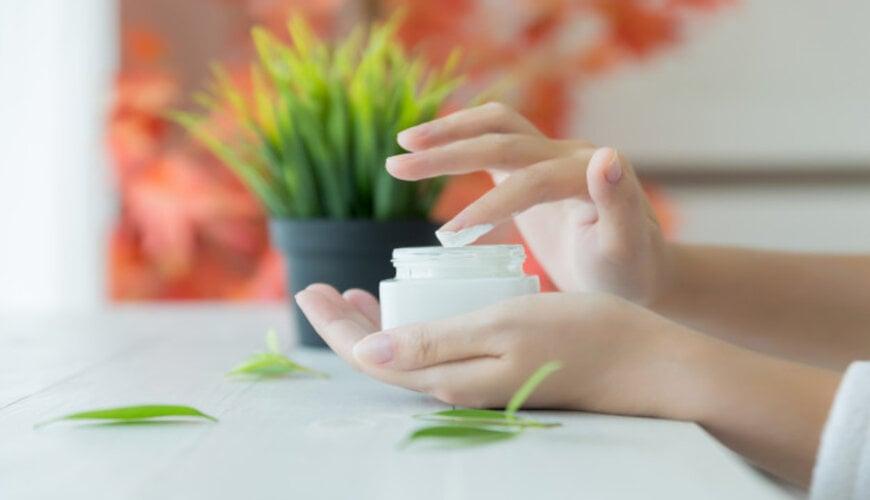 dưỡng ẩm da thường xuyên để chống lão hóa