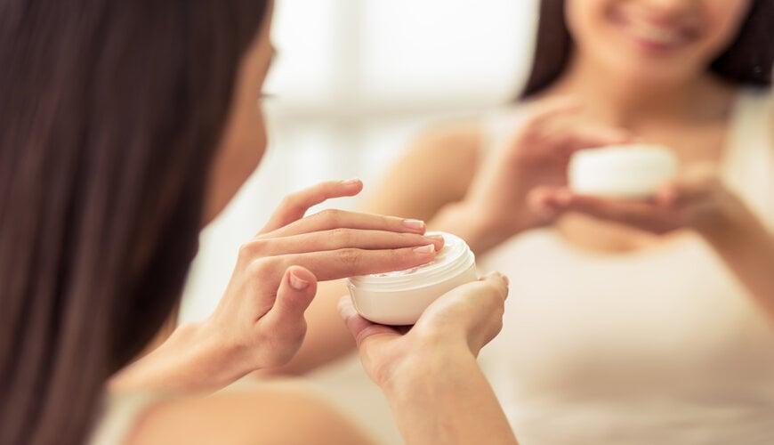 dưỡng ẩm da trước khi trang điểm