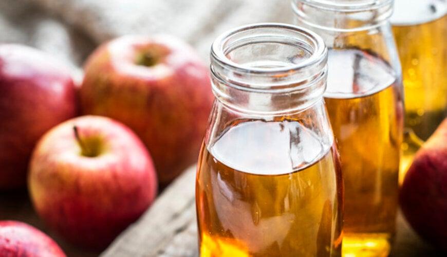 dùng giấm táo làm toner khắc phục da không đều màu