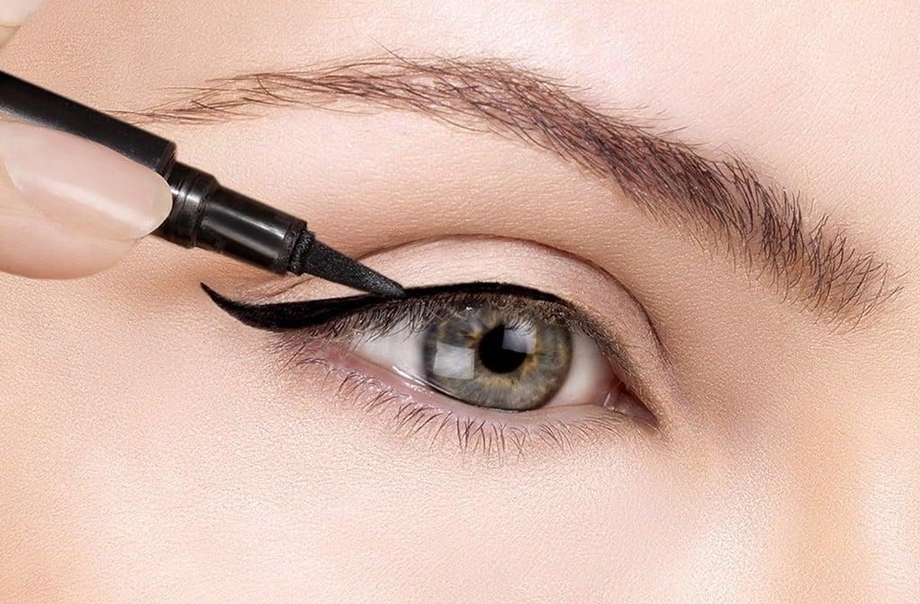 Kẻ mắt giúp đôi mắt sâu và có hồn hơn