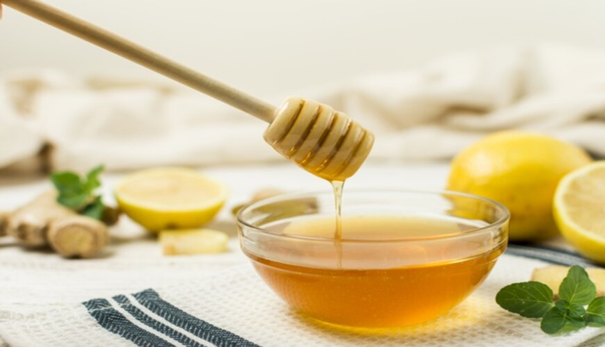 dùng mật ong để làm nguyên liệu làm đều màu da
