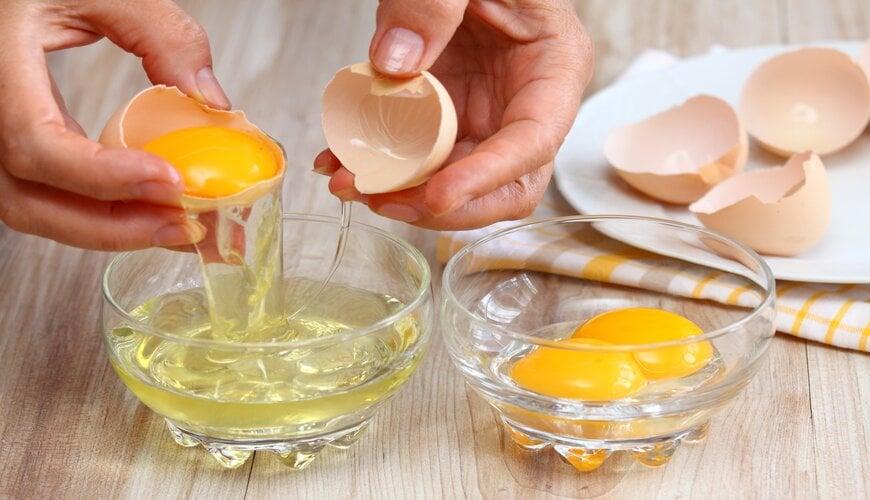 lòng trắng trứng gà trị rạn da