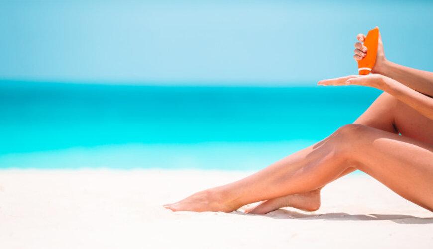Dùng kem chống nắng là phương pháp ngăn ngừa nám tàn nhang đồi mồi hiệu quả