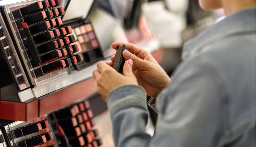 tham khảo giá sản phẩm trước khi mua sắm dịp black friday