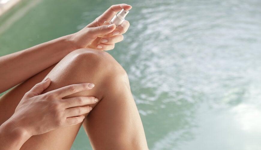 Sau khi tẩy lông bạn có thể dùng xịt khoáng để làm dịu da