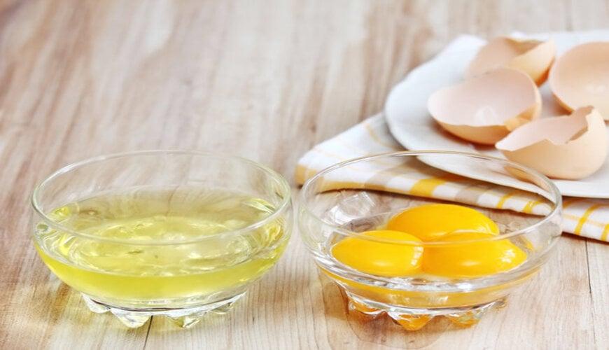lòng trắng trứng và chanh có tác dụng tẩy tế bào chết da mặt cao