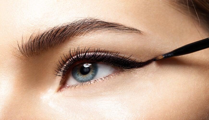 trang điểm mắt kẻ viền mắt