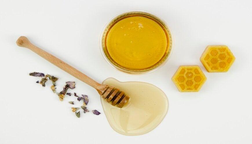 tự làm son dưỡng môi từ sáp ong