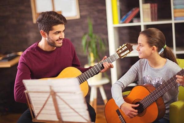 Những bí quyết để học đàn guitar không nhàm chán