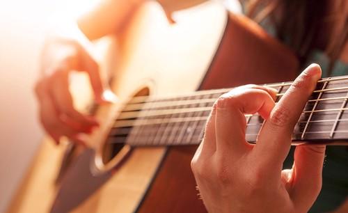 Tham gia ngay khóa học đàn guitar uy tín tại TPHCM