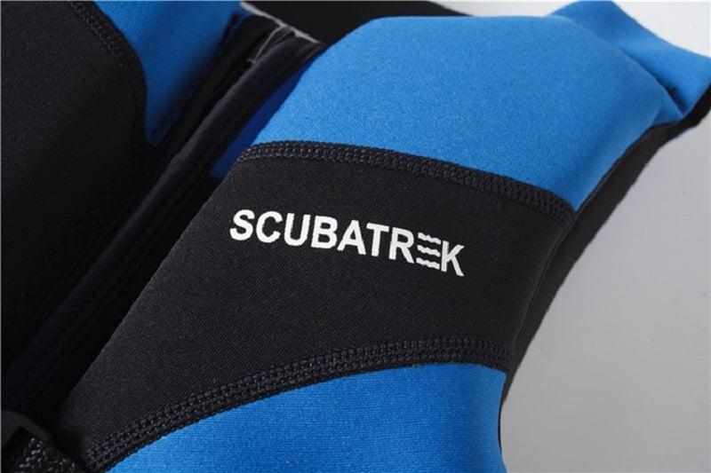 Cận cảnh chất liệu cao su tổng hợp của áo phao bơi trẻ em Scubatrek Xanh Blue