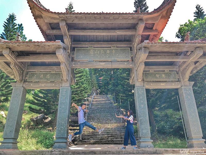 chùa núi tà cú
