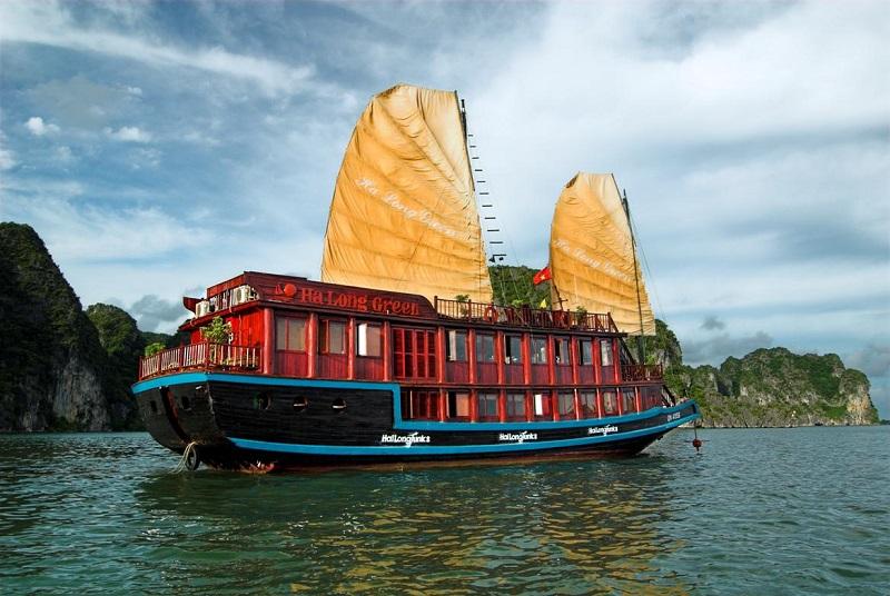 đi du thuyền Hạ Long