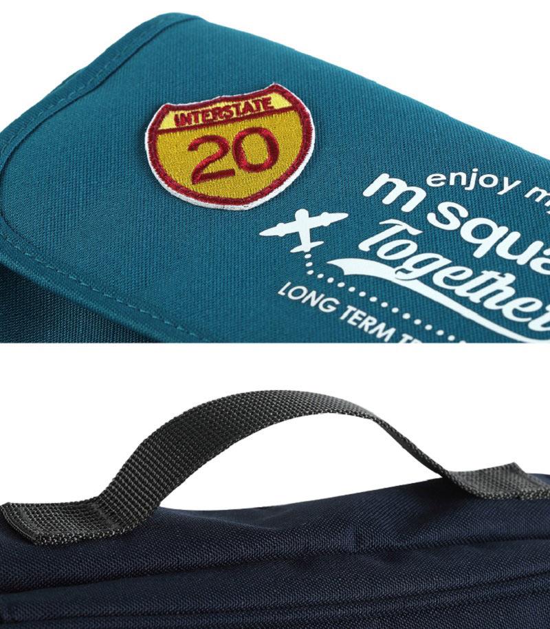 Cận cảnh chất liệu của túi đựng mỹ phẩm đồ vệ sinh cá nhân Msquare nhiều ngăn Ten Years Serie