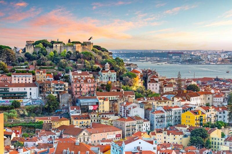 Một góc thành phố Lisbon, Bồ Đào Nha với kiến trúc gothic