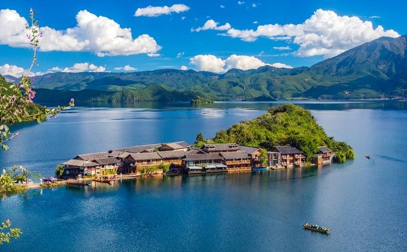 Hồ Lugu xanh ngắt giữa đất trời